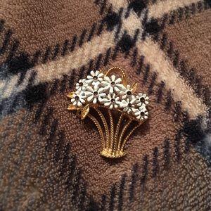 Jewelry - Vintage Flower Basket Brooch